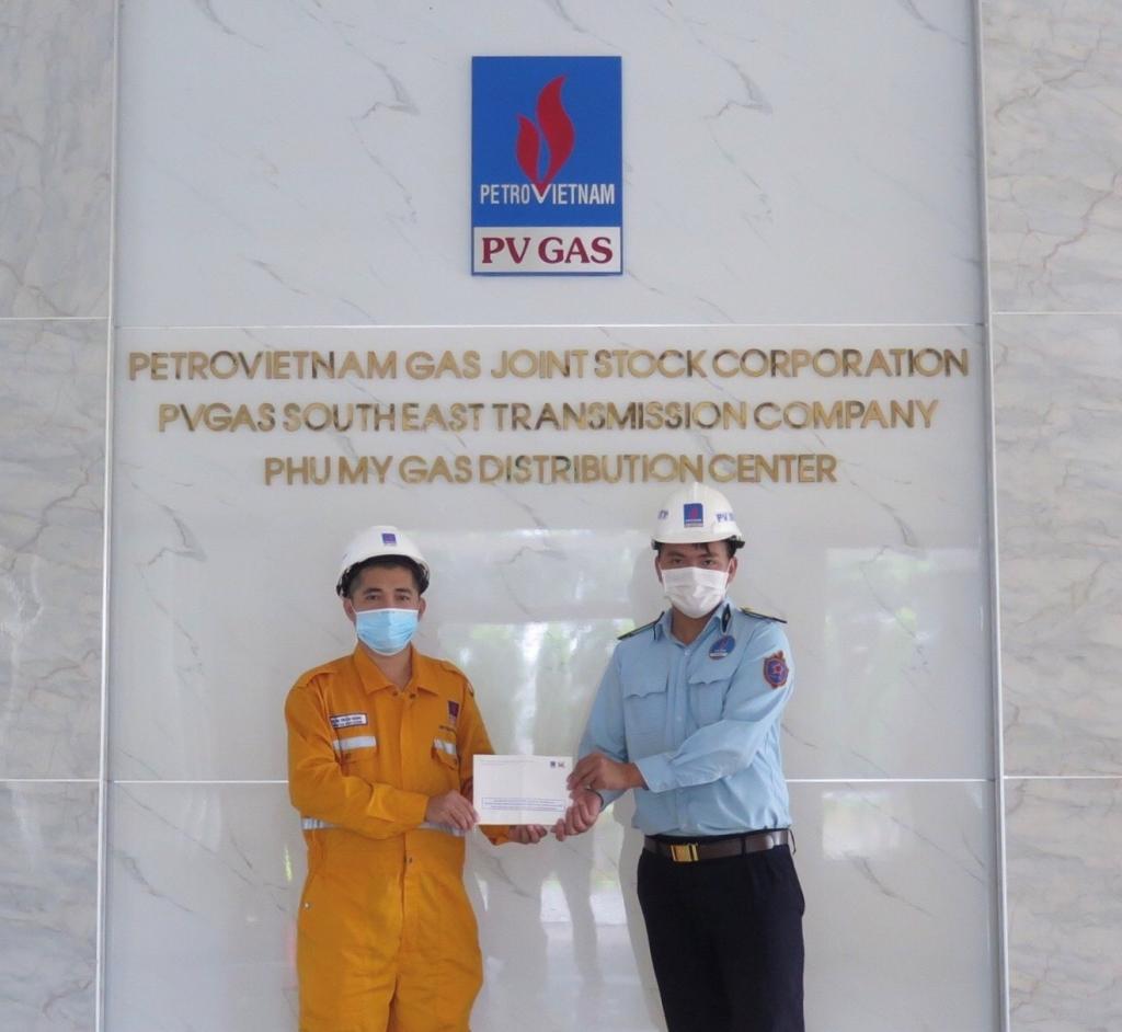 Tặng quà nhân viên bảo vệ GDC Phú Mỹ