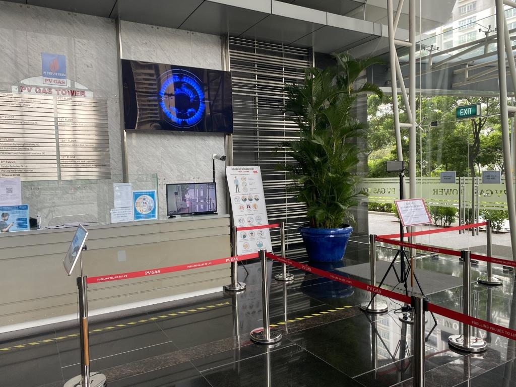 Tòa nhà PV GAS được trang bị các thiết bị phát hiện dịch bệnh và hạn chế tối đa người ra vào