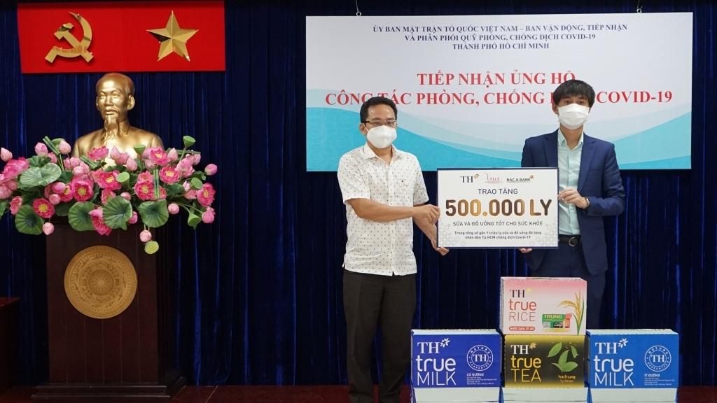 BAC A BANK cùng Tập đoàn TH trao tặng hơn 500.000 sản phẩm ủng hộ TP HCM chống dịch