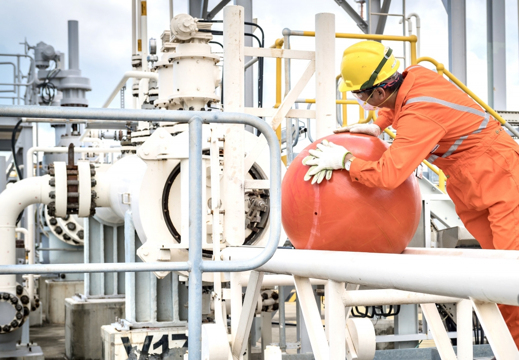 Người lao động làm chủ công trình khí ngay trong mùa dịch bệnh