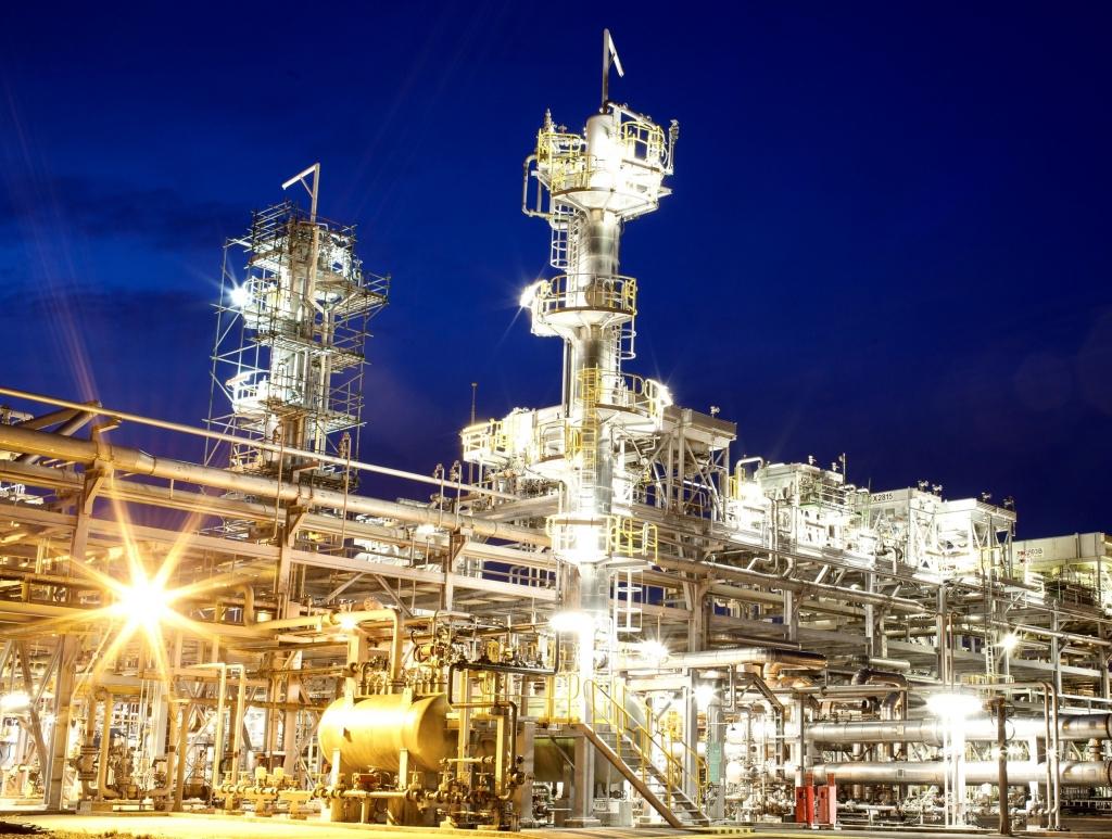 Hình ảnh nhà máy Xử lý Khí NCSP trong đêm vận hành