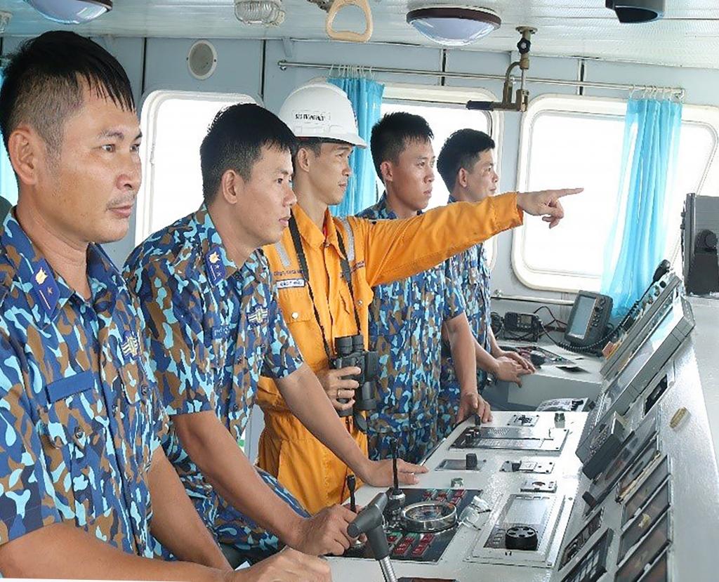 Phối hợp tuần tra bảo vệ an ninh, an toàn hệ thống khí trên biển