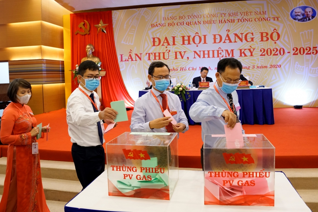 Các đảng viên CQDH TCT thực hiện quyền bầu cử (Ảnh tư liệu)