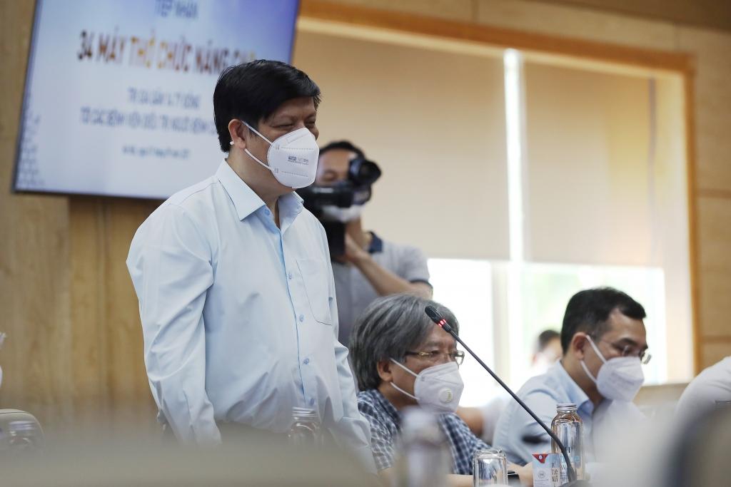 Bộ trưởng Y tế Nguyễn Thanh Long phát biểu tại buổi lễ tiếp nhận 34 máy thở chức năng cao do Tập đoàn TH trao tặng.