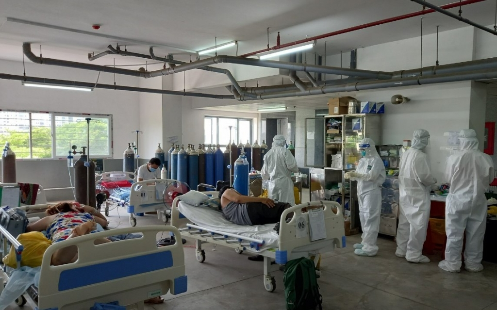 Lực lượng y tế của Bệnh viện Dã chiến số 10 đang chăm sóc và chữa trị cho hàng ngàn lượt bệnh nhân Covid