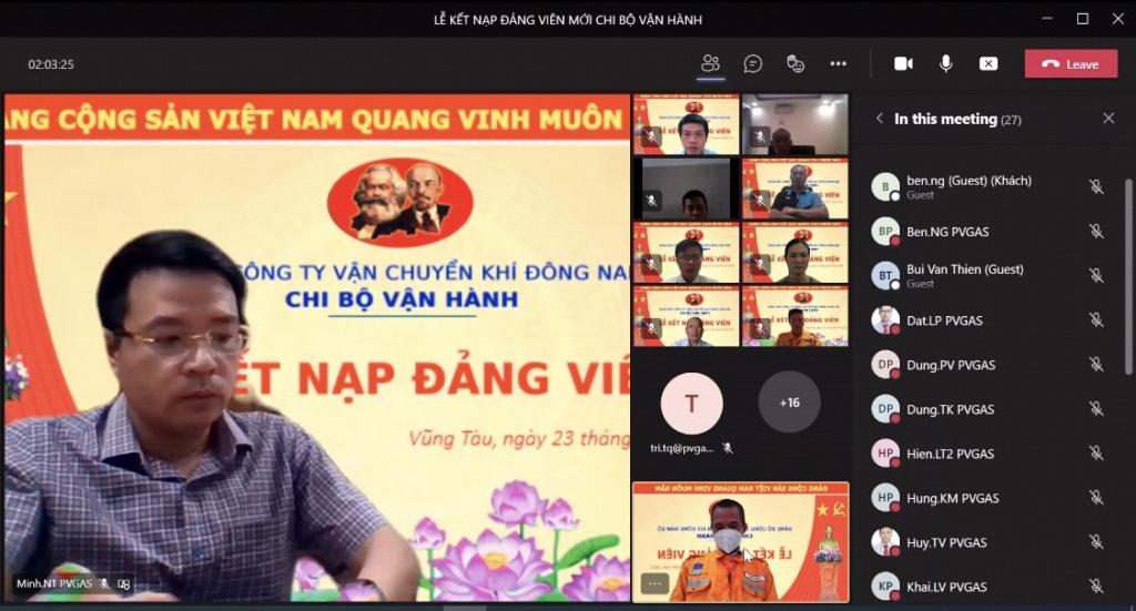 Đồng chí Nguyễn Thành Minh – Bí thư Đảng ủy, Giám đốc KĐN chúc mừng đảng viên mới được kết nạp và giao nhiệm vụ cho Chi bộ Vận hành KĐN