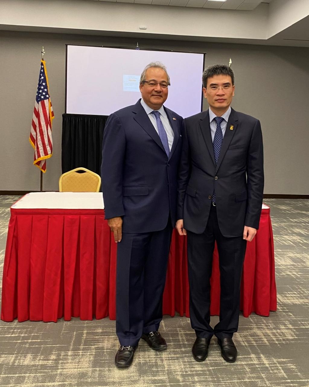 Ông Dương Mạnh Sơn – Phụ trách Hội đồng Quản trị, Tổng Giám đốc PV GAS và Ông Bernerd Da Santos - Phó Chủ tịch Thường trực kiêm Giám đốc điều hành AES khẳng định quyết tâm hợp tác song phương cùng phát triển