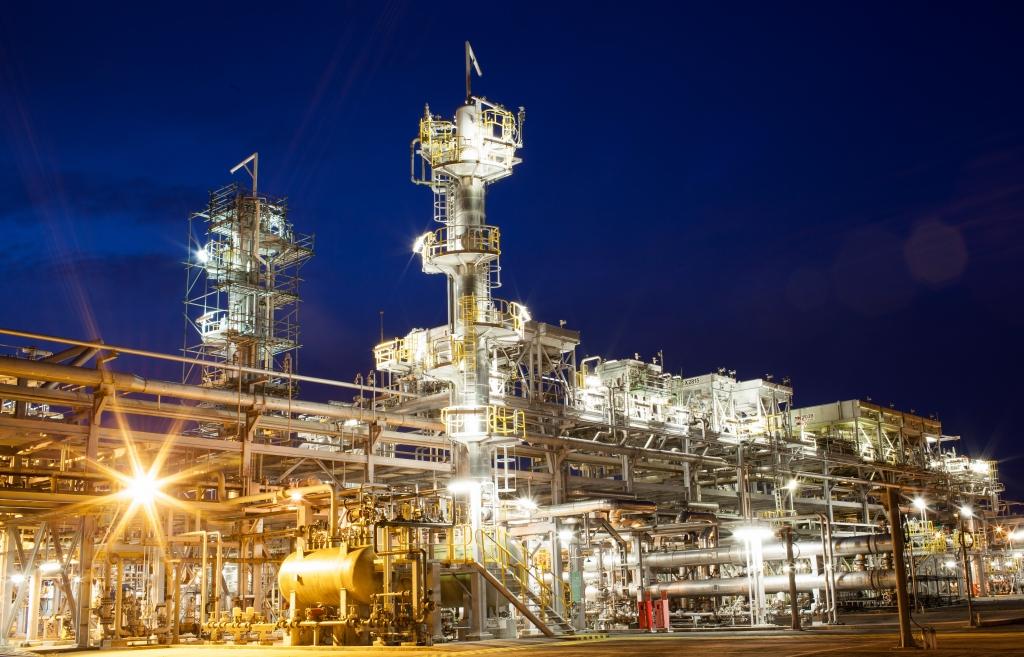 Nhà máy xử lý khí Nam Côn Sơn bừng sáng trong đêm lao động không ngưng nghỉ