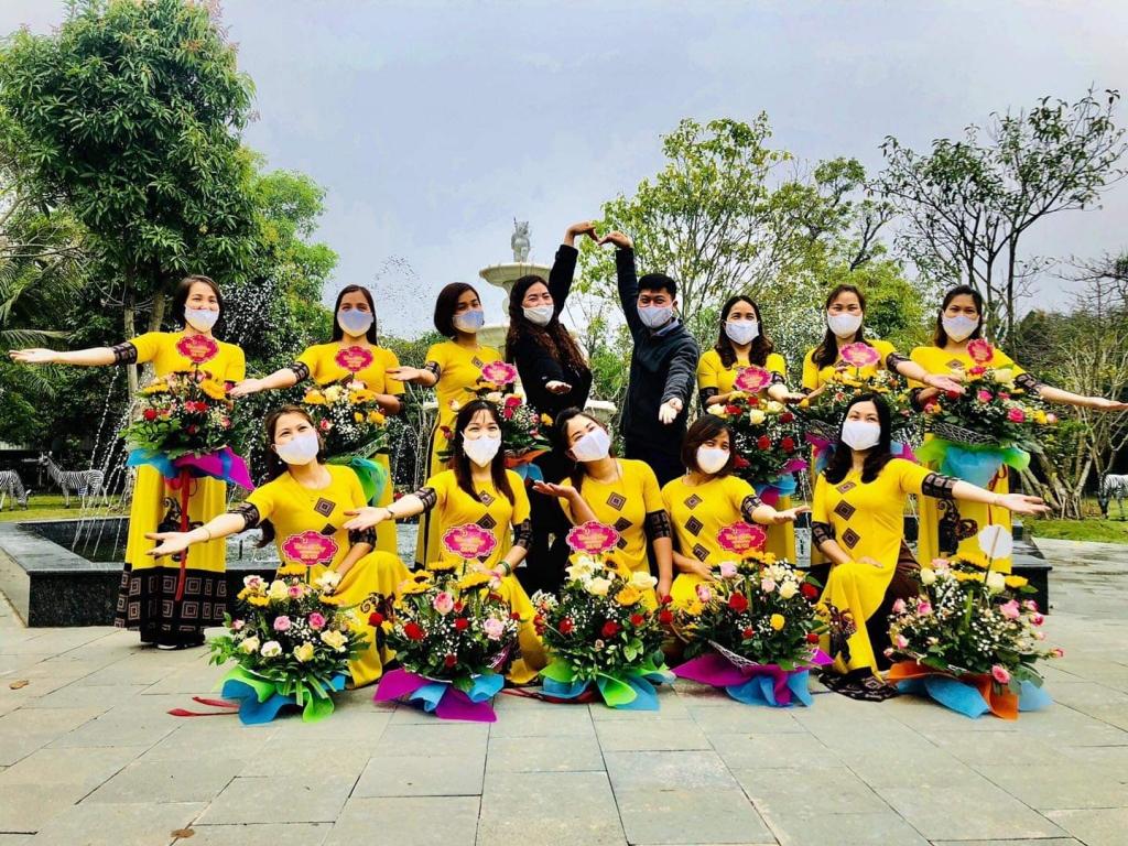 """Những """"bông hoa hạnh phúc"""" trong ngôi nhà Tân Đệ"""