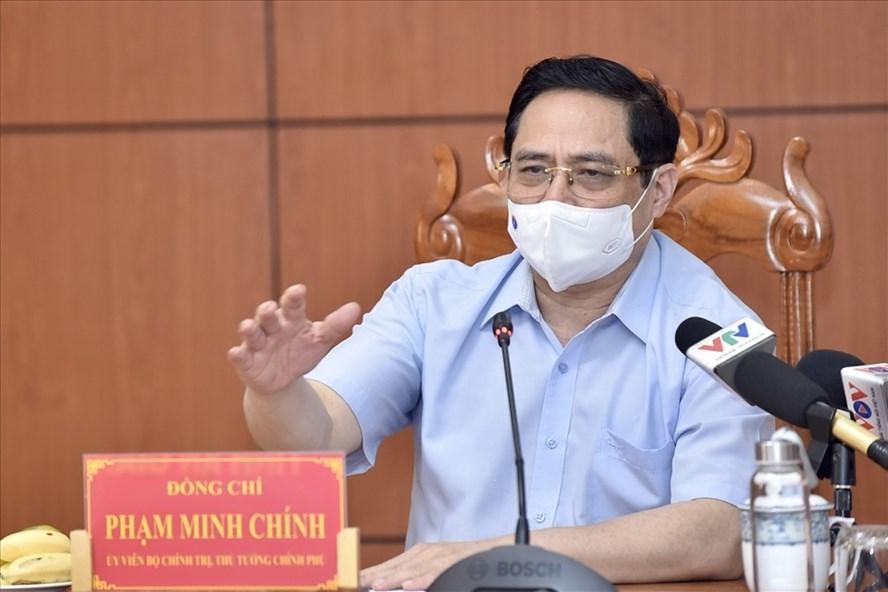 Thủ tướng họp khẩn với 6 tỉnh biên giới Tây Nam về phòng chống dịch