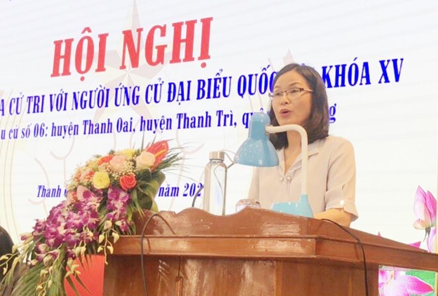 Ứng cử viên Lê Thị Thu Trang trình bày chương trình hành động