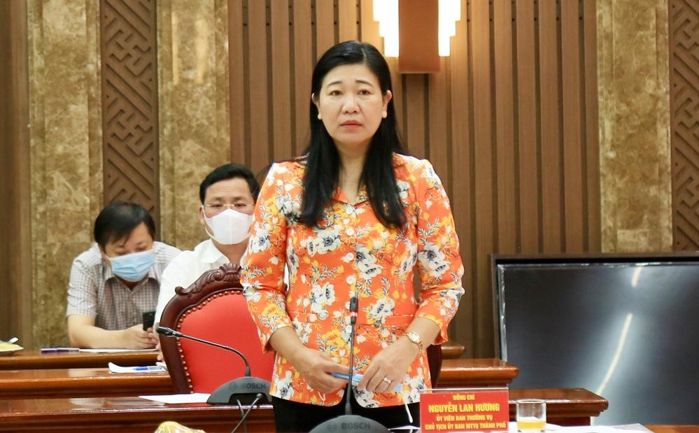 Chủ tịch Ủy ban Mặt trận tổ quốc Việt Nam thành phố Hà Nội Nguyễn Lan Hương phát biểu tại hội nghị