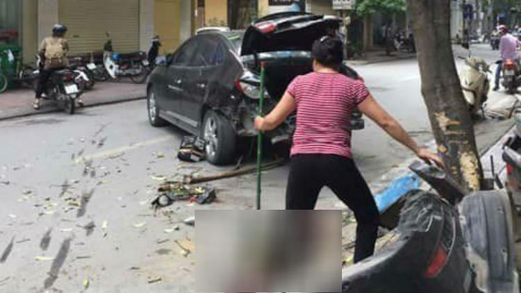 Hà Nội: Ô tô tông liên hoàn, 2 mẹ con bị thương
