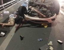 Hà Nội: Mazda 2 tông vào xe bồn, cô gái bất tỉnh trên cầu Nhật Tân