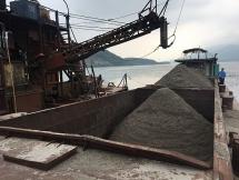 Đề xuất tịch thu 5 phương tiện hút trộm cát trên sông Đà