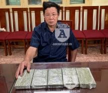 Cảnh sát Hình sự tóm đối tượng mang 5 bánh heroin tại bến xe Nước Ngầm
