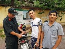 """Cảnh sát 141 bắt hai đối tượng đi xe """"gian"""" mang ma túy"""