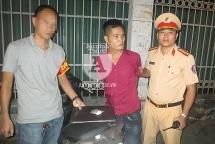 Cảnh sát 141 bắt đối tượng giấu ma túy trong áo mưa