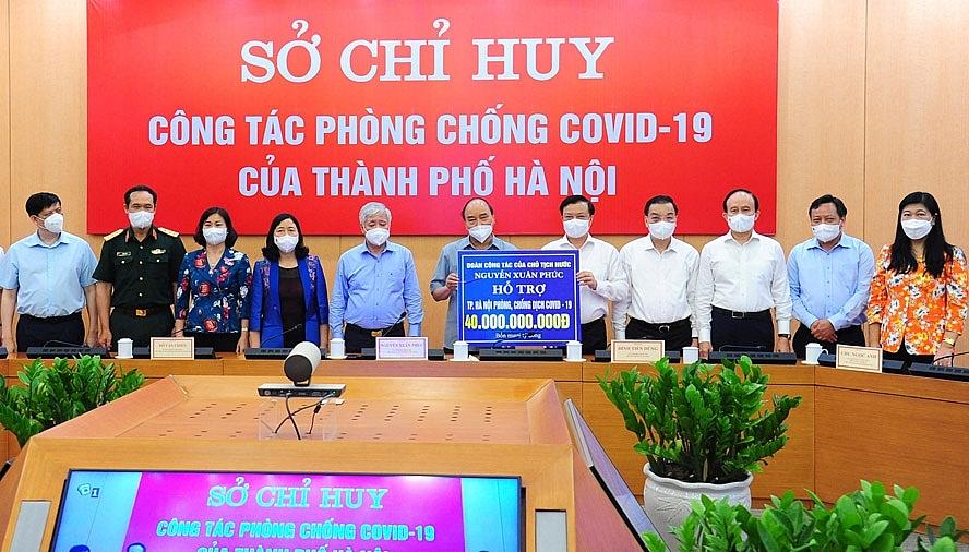 Chủ tịch nước Nguyễn Xuân Phúc trao 40 tỷ đồng từ nguồn xã hội hóa tặng Đảng bộ, chính quyền và nhân dân thành phố với niềm tin tưởng nhân dân Thủ đô