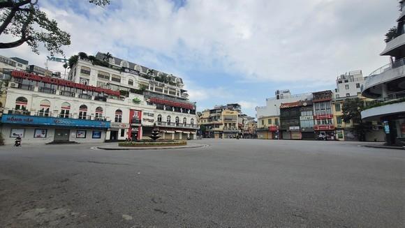 Hà Nội chính thức tiếp tục giãn cách xã hội đến ngày 6/9, siết chặt việc cấp giấy đi đường