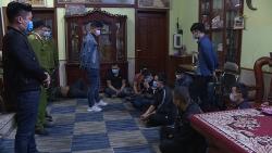 Bắc Ninh: 18 đối tượng đánh bạc giữa mùa dịch bị bắt quả tang