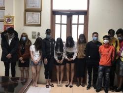 """Bắc Ninh: Bắt quả tang 24 """"nam thanh, nữ tú"""" đang bay lắc trong quán karaoke"""