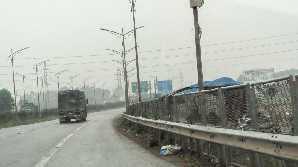 Cao tốc Hà Nội - Bắc Giang nguy hiểm vẫn rình rập