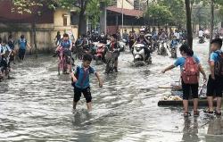 Bắc Ninh: Hơn nghìn học sinh phải tạm nghỉ học vì doanh nghiệp xả nước thải