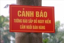 ha noi muu sinh ngay duoi chan buc tuong sap do sap