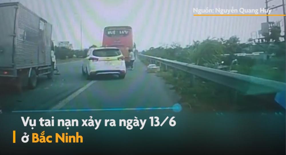 Clip: Ô tô bắt khách trên đường cao tốc Hà Nội - Bắc Giang gây tai nạn liên hoàn