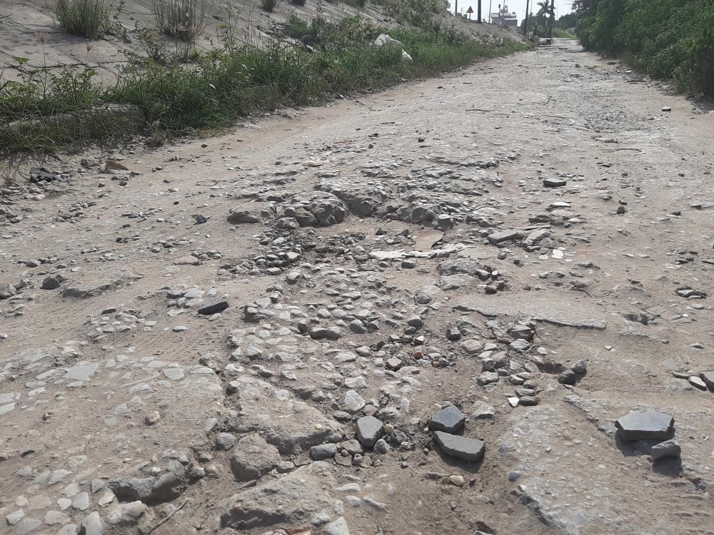 Quận Bắc Từ Liêm: Đường xuống cấp nghiêm trọng, dân mòn mỏi chờ sửa