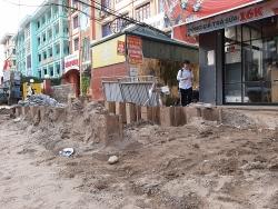 Quận Thanh Xuân: Nguy hiểm rình rập do thi công ẩu tại đường Vũ Trọng Phụng