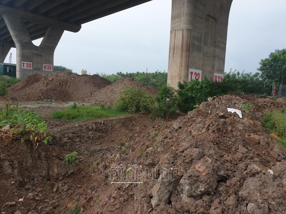 """Long Biên - Hà Nội: Bãi bồi sông Hồng bị xới tung nhằm... """"ngăn Covid-19""""?"""