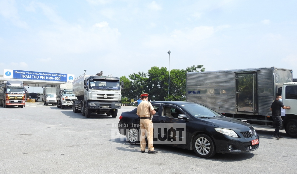 """Hà Nội: Nhiều phương tiện phải quay đầu vì chưa có giấy chứng nhận """"luồng xanh"""""""