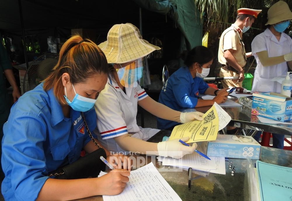 """Lào Cai - Hà Nội: Nhiều phương tiện phải quay đầu vì chưa có giấy chứng nhận """"luồng xanh"""""""