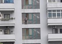 Audio Pháp luật ngày 5/8: Người đàn ông trèo lên tầng 6 tòa chung cư để tự tử