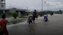 Hàng trăm hộ dân Phú Quốc phải sơ tán vì ngập