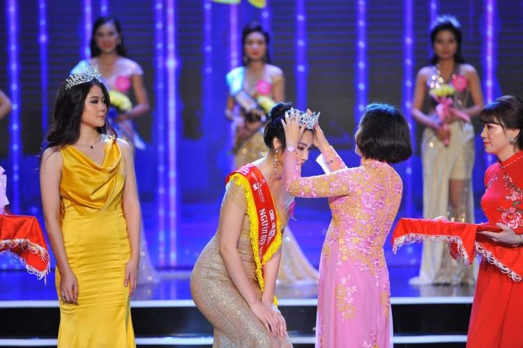 nguyen thuy trang dat danh hieu nguoi dep hoa lu nam 2019