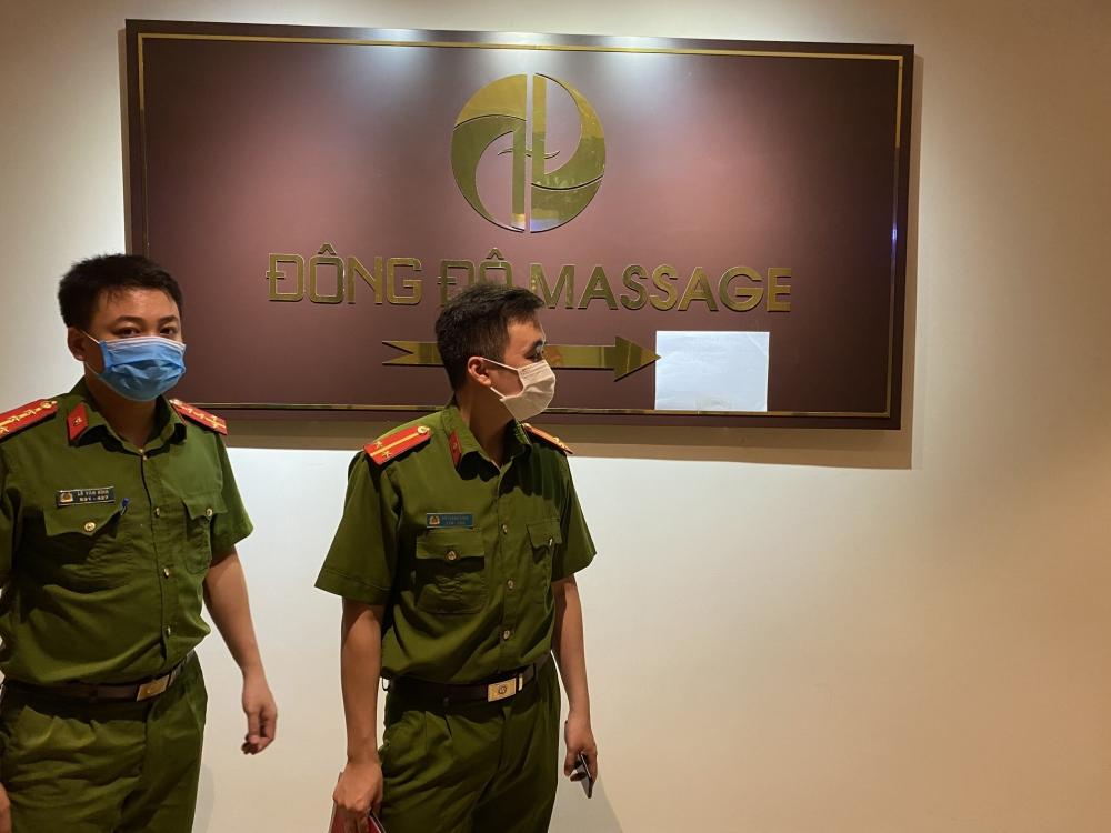 Công an quận Ba Đình xử phạt gần 1.300 trường hợp vi phạm quy định phòng, chống dịch Covid-19