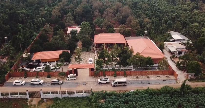 Ngắm biệt phủ 10.000 m2 của Lý Nhã Kỳ xây tặng mẹ