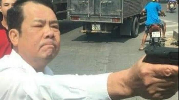 """Bắc Ninh: Xác minh hình ảnh người đàn ông rút sung """"làm loạn"""" giữa đường"""
