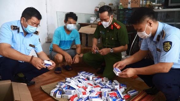 Hàng trăm hộp thuốc điều trị Covid-19 không rõ nguồn gốc bị thu giữ