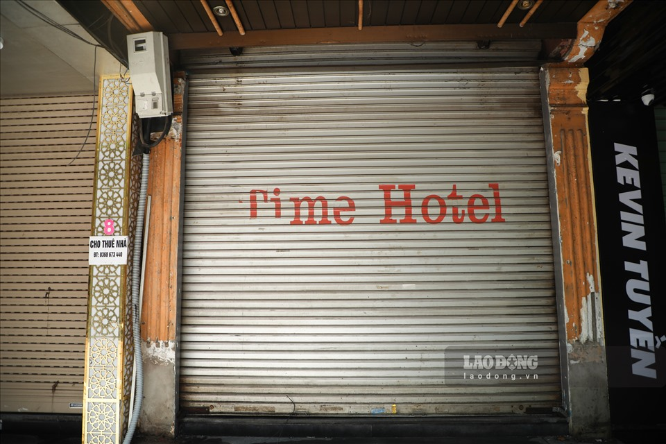 Nhiều khách sạn tại phố cổ Hà Nội rơi vào tình trạng cửa đóng then cài. Ảnh: Phan Anh
