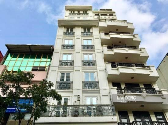 Khách sạn của anh Vinh nằm ở vị trí đắc địa trên phố cổ.