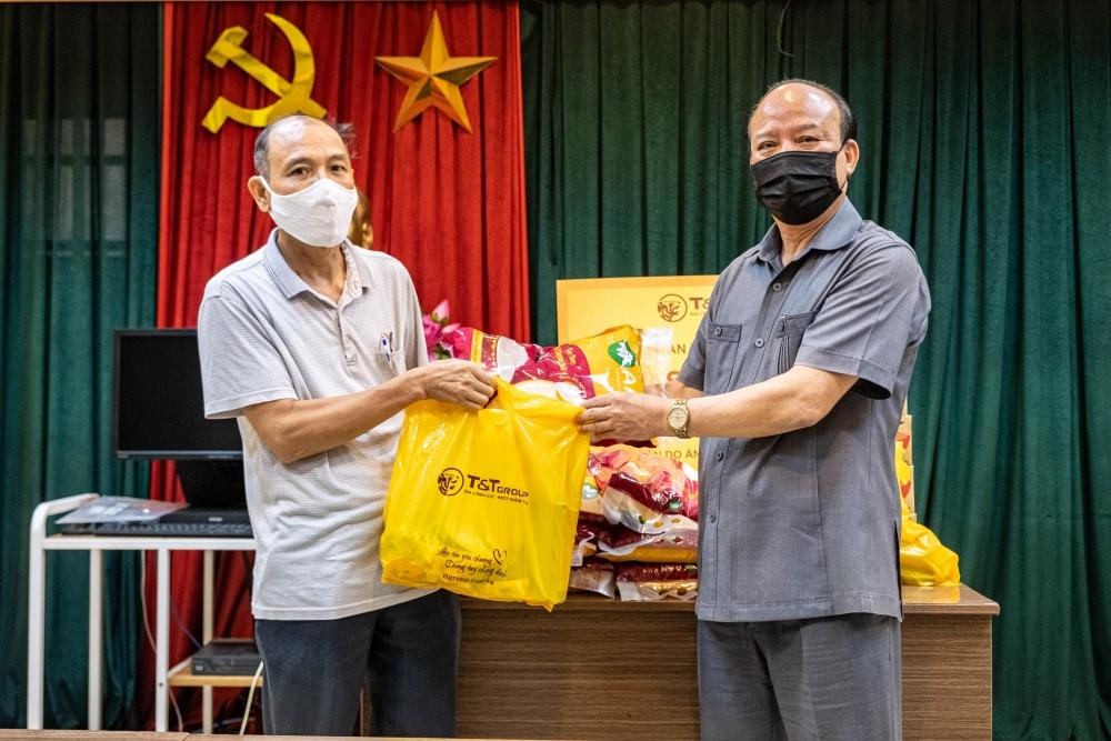 Cán bộ, nhân viên Tập đoàn T&T trao tặng 3.000 suất quà cho người dân gặp khó khăn
