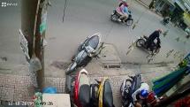 Nhóm trộm xe máy xịt hơi cay vào mặt người đàn ông khi bị phát hiện