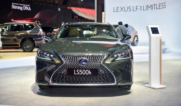 Lexus ra mắt bộ đôi sedan hạng sang Lexus LS và ES mới
