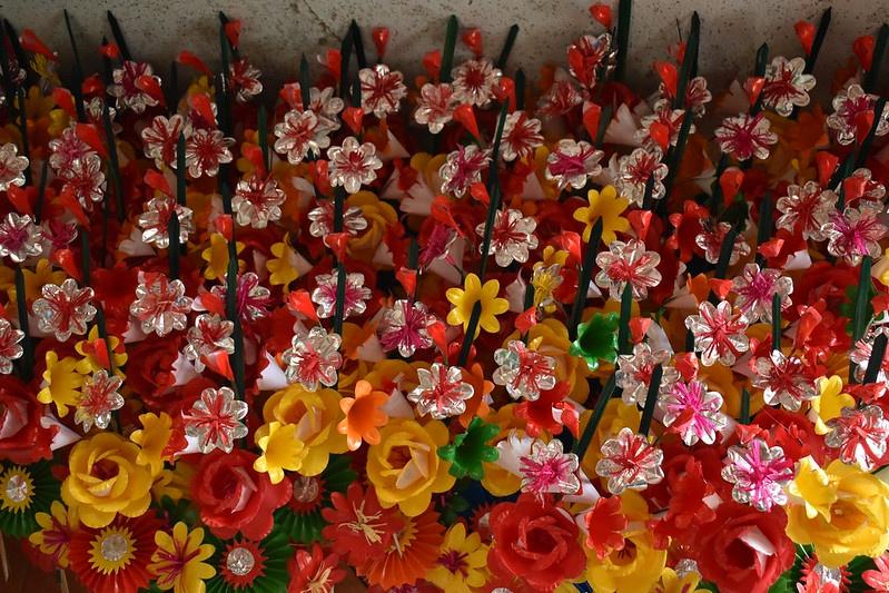 Nét đẹp tâm linh ở làng làm hoa giấy xứ Huế