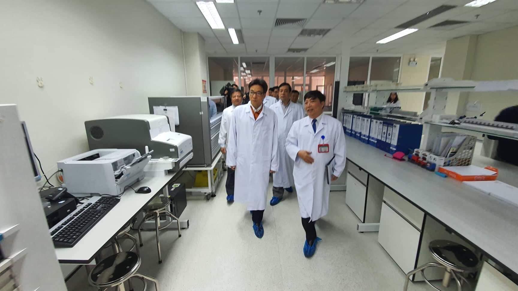 Phó Thủ tướng kiểm tra việc sẵn sàng đối phó bệnh viêm phổi nCoV