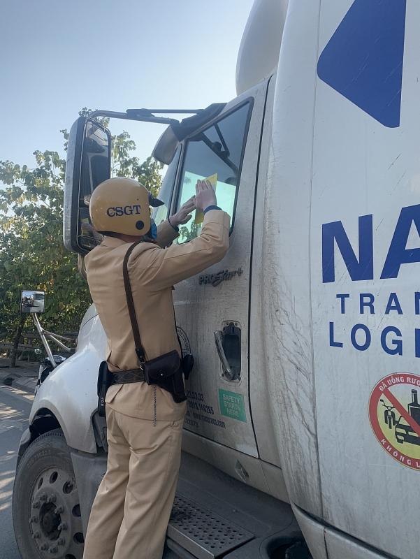 Đầu năm mới, CSGT Hà Nội tăng cường đảm bảo an toàn cửa ngõ thành phố